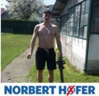 Werbung für Norbert Hofer mit Heckensäge