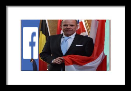 Harald Vilimsky - Holding Banner